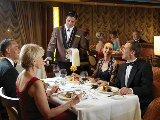 Elegant dining on the Queen Elizabeth
